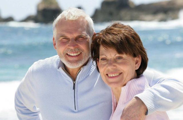 old-couple-strolling-along-the-beach-m_0