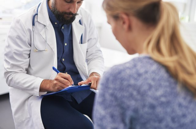 woman-speaks-to-doctor-about-her-ailment.jpg